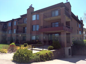 RENT - Sunny 4 1/2 condo in Baie d'Urfe with INTERIOR parking