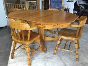 Mobilier salle à manger  bois 6 chaises