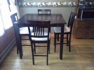 Pub height table w/4 chairs