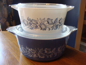 BLUE WHITE COLONIAL MIST DAISIES LIDDED CASSEROLES 474 475 London Ontario image 3