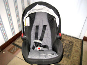 Barely used Graco Infant Car Seat (fromNewborn),car base,exp2023