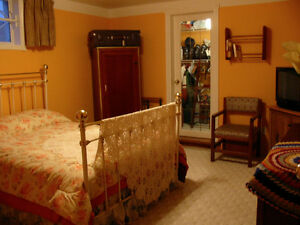 DAILY/WEEKLY ROOM RENT IN NW CALGARY by UofC, SAIT & HOSPITALS