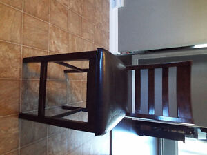 Table & 4 Chairs (Only 1 Year Old)