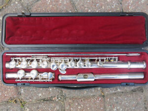 Yamaha Flute Model YFL 221S in near mint condition!  Plays great