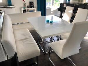 Salle à manger contemporaine - banc d'angle, table, 3 chaises