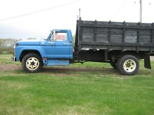 Ford F600 dump truck 2000.00 REDUCED