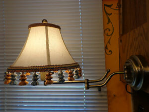 Accordian pull-out wall mounted lamp
