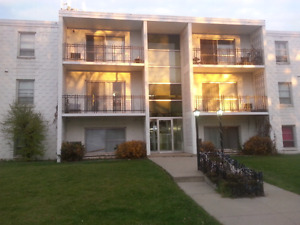 Regina South 2 - Bedroom Apartment Available APRIL 1 ST.