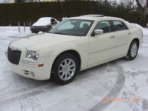 2010 chrysler 300 limited,CUIR,,TOIT,MAGS,IMPECABLE,,VISA,MASTER