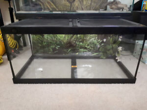 Tempered glass tank with lid