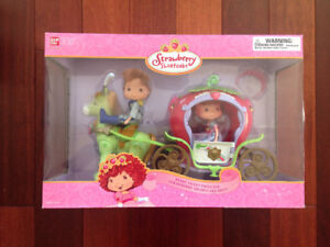 Strawberry Shortcake Berry Sweet Princess Carriage BRAND NEW