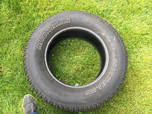 2 used Michelin tires 275/65/18