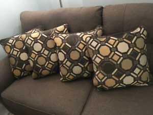 Selling 4 Brand New Pillows