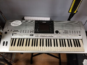 Yamaha PSR-5900 Keyboard with Stand and Stool