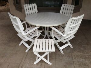 Patio Set (10 Piece) by Grosfillex Boutique
