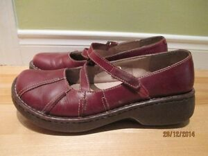 Chaussures Hush Puppies en cuir rouge. taille 6.5 US ou 37 EU