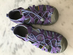 Girls Keen Shoes/Sandals Size 4 EUC