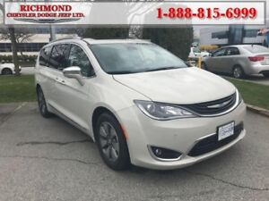 2017 Chrysler Pacifica Platinum  - Leather Seats