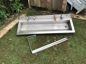 Stainless steel troth sink