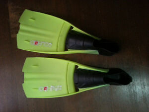 dolphino diving fins