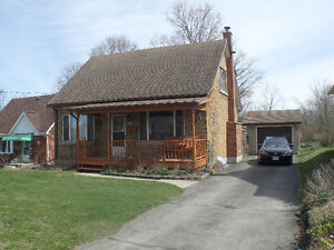 2-Rooms in mid-upperscale home with pool Aug 1st or Sept 1st
