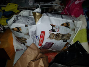 1 and 2/5 bag of Science Diet Multiple Benefit Cat Food