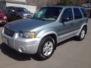 2007 FORD ESCAPE, 117,000 KMS, CALL 832-9000 OR 639-5000