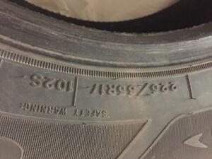 4 pneus hiver Good Year 225 65 R17