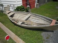 Chaloupe antique / Antique rowboat