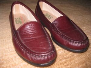 Brand New Women's SAS Leather Loafers - Burgundy, size 5.5