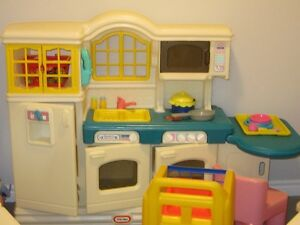 LITTLE TIKES KITCHEN WITH FOLD DOWN TABLE WITH 1 PINK CHAIR
