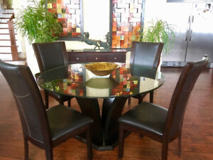 Nice high end glass top Table and chairs