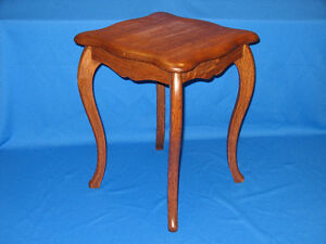 Very Nice Small Vintage 1/4 Cut Oak End Table
