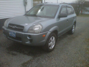05 tucson Manual 4 cyl Great on Gas. Low kms, No rust No winters