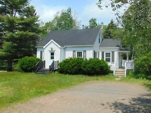 DUPLEX/3 BD+1 BD/NEWER FLOORING/CLOSE TO AMENITIES IN NEW MINAS