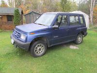 1998 Chevrolet Tracker 4 door SUV, Crossover