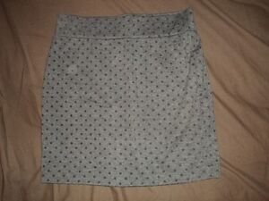 Women's High-Waisted Skirt (Size Medium)