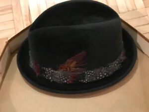VINTAGE BLACK FEDORA WITH FEATHER BAND - STETSON - WITH HAT BOX.