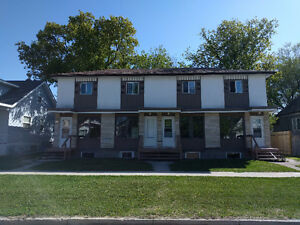 2 BEDROOM SIDE BY SIDE WITH FULL BASEMENT, IN NICE QUIET AREA