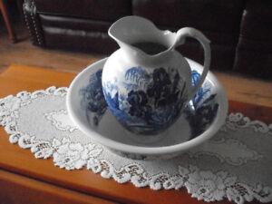 Grand bol d'eau avec pot, pichet de chambre bleu royal