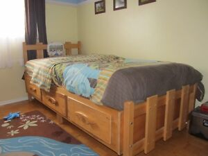 Single bed (captain) solid pin wood West Island Greater Montréal image 1