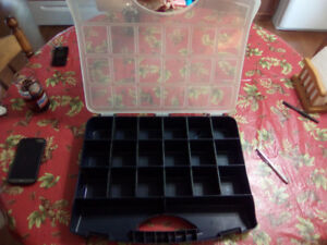 FOR SALE SEE THROUGH 18 COMPARTMENT PLASTIC TACKLE BOX 10.00