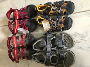 4 pairs of kids sandals (2 new)