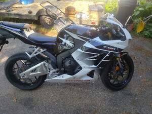 2016 Honda CBR 600RR,  roughly 7700kms, never been tracked or la