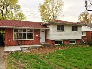 All Inclusive 6 Bdr House close to St. Lawrence College!