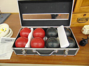 ALMOST NEW BOCCIE BALLS BY SPORT CRAFT NICE CASE