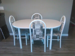 Dining table with 4 chairs! MARTENSVILLE