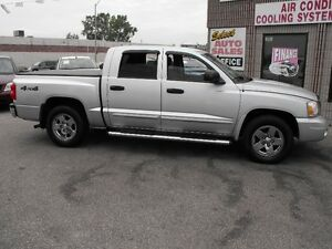 2005 DAKOTA CREW CAB 4X4  SLT  LEATHER-V8-CHROME WHEELS  LOW KMS
