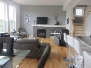 Executive House on Cul-de-Sac in Bedford West!