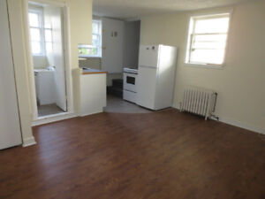 Great location! Private Entrance! Cozy basement 1 Bed!